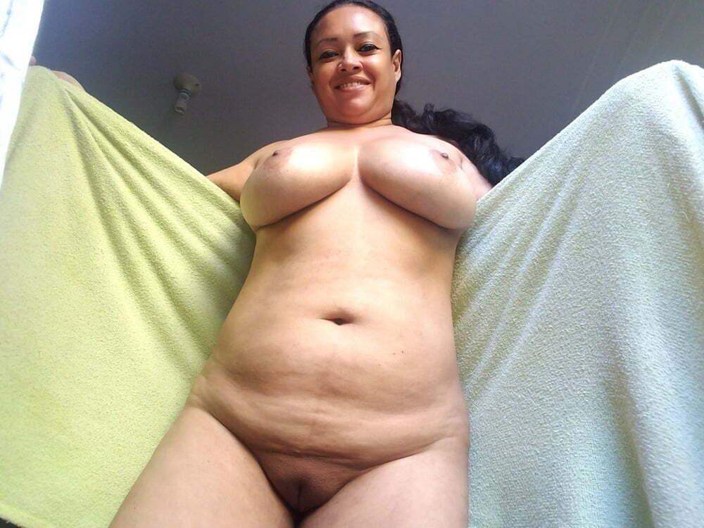 Hermosa colombiana tetona con ganas de verga