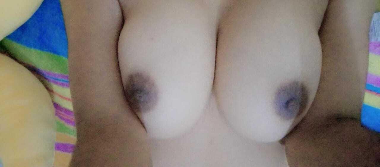 Mi puta tetona tiene nuevas fotos