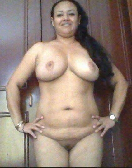 Acá les dejó un packs de fotos de mi esposa colombiana